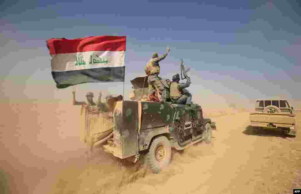 """В понедельник иракская, американская, немецкая и австралийския армии, курдское ополчение Пешмерга, а также шиитские и суннитские ополченцы начали операцию по освобождению """"столицы"""" ИГИЛа – Мосула и прилегающим территориям На фото – армия Ирака в 30 км от Мосула"""