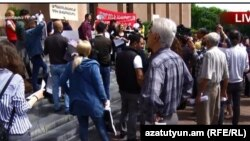 Активисты требуют отставки мэра Еревана Тарона Маркаряна, 10 мая 2018 г,