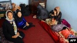 یک خانواده افغان در مرکز انتقال سازمان بینالمللی مهاجرت در هرات پس از بازگشت از ایران- ۱۱ مرداد ۱۳۹۷