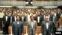 از راست: مرتضی بختیاری، وزیر دادگستری، محمود احمدی نژاد و سعید مرتضوی، رییس ستاد مبارزه با قاچاق کالا و ارز