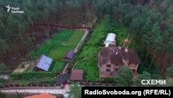 Маєток під Києвом на 583 квадратні метри, яким користується співробітник ГПУ Володимир Бедриківський, записаний на його 80-річну матір