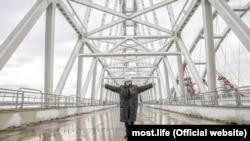Олег Газманов на строительстве Керченского моста, 2017 год