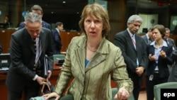 Катрін Аштон перед початком засідання у Брюсселі, 16 грудня 2013 року