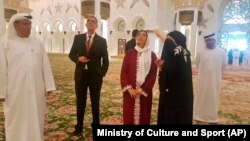 حضور وزیر فرهنگ و ورزش اسرائیل در مسجدی در ابوظبی