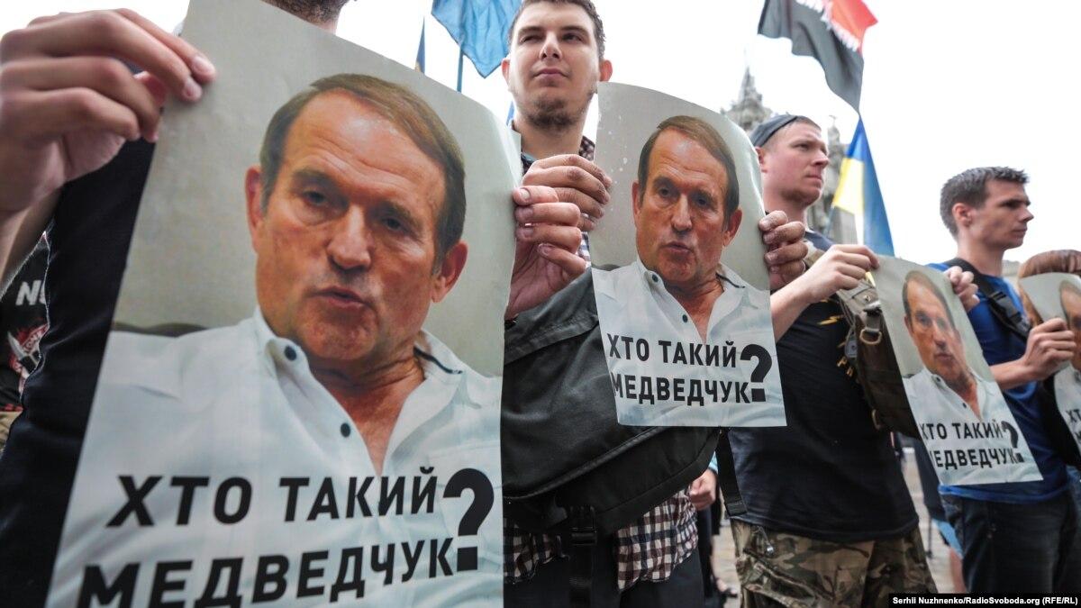 «Крымский привилегия» Медведчука. Кремль разрешил куму Путина называть Крым украинским