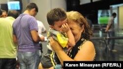Սիրիահայերը ժամանում են Երեւան, 17-ը օգոստոսի, 2012