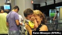 Сирийские армяне прибывают в Армению, ереванский аэропорт «Звартноц», август 2012 г.