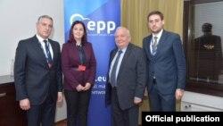 Хелсинки- претседателот на ЕНП, Жозеф Дол на средба со икслучените членови од ВМРО-ДПМНЕ
