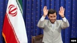 Prezident Əhmədinejad ölkəsinin uranın zənginləşdirilməsini sürətləndirəcəyini bildirir