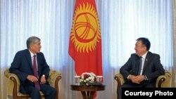 Асылбек Жээнбеков менен президент Алмазбек Атамбаев