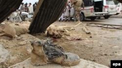 Pakistanda bolan bomba partlamalarynyň biri.