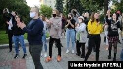 Минчане протестуют против отказа властей зарегистрировать альтернативных кандидатов в президенты, Минск, 14 июля 2020 года.