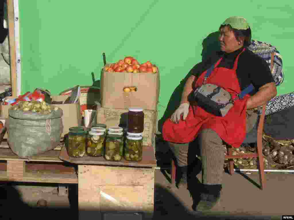 A woman selling homemade pickles in an Ulan Bator market. - Mongolians have picked up a few culinary preferences from neighboring Russia over the years, including a taste for sour homemade pickles. Numerous women at markets can be spotted wearing cabbage leaves on their heads, which are believed to relieve headaches caused by high blood pressure.