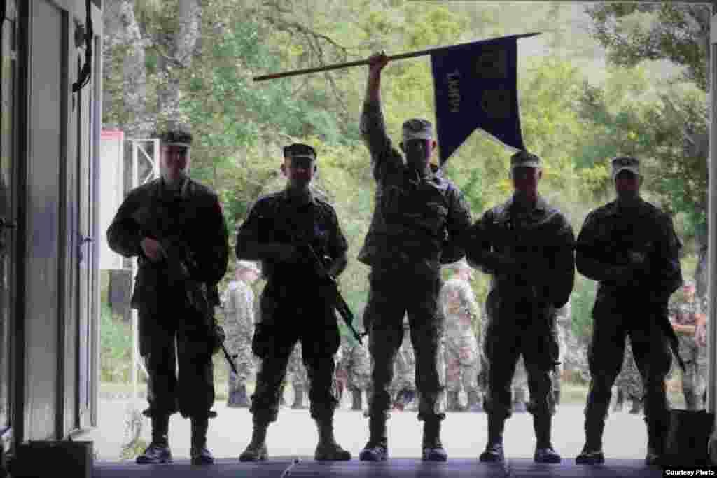 СЕВЕРНА МАКЕДОНИЈА - Отворање на НАТО пазарот за македонските компании чиј годишен износ е околу четири милијарди долари, стабилен раст на одбранбениот буџет, клучна модернизација на Армијата, инвестиции во армиските капацитети..., најави денеска министерката за одбрана Радмила Шекеринска, при презентацијата на приоритетите на Министерството за одбрана во претстојниот мандат.