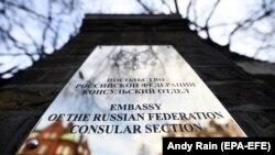 Secția consulară a ambasadei ruse de la Londra.