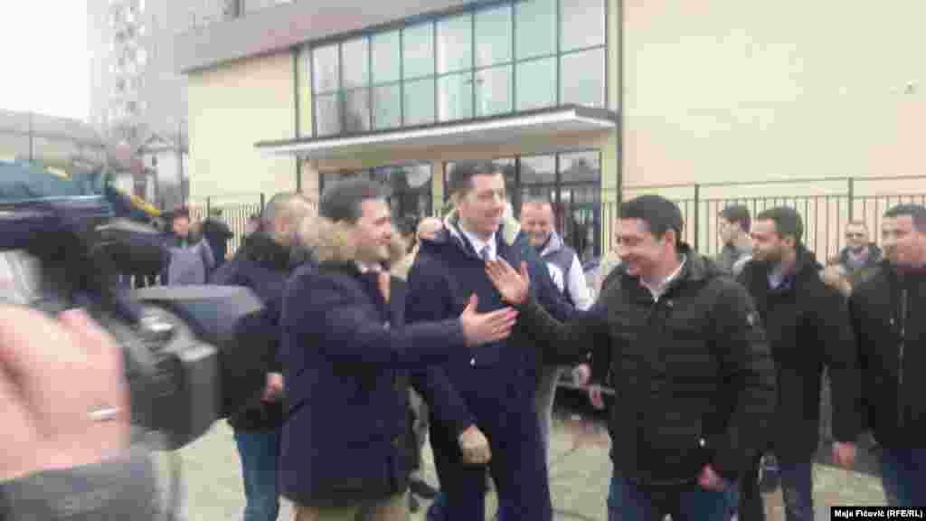 Marko Đurić i Nikola Selaković u Severnoj Mitrovici, mimo zabrane kosovskih vlasti