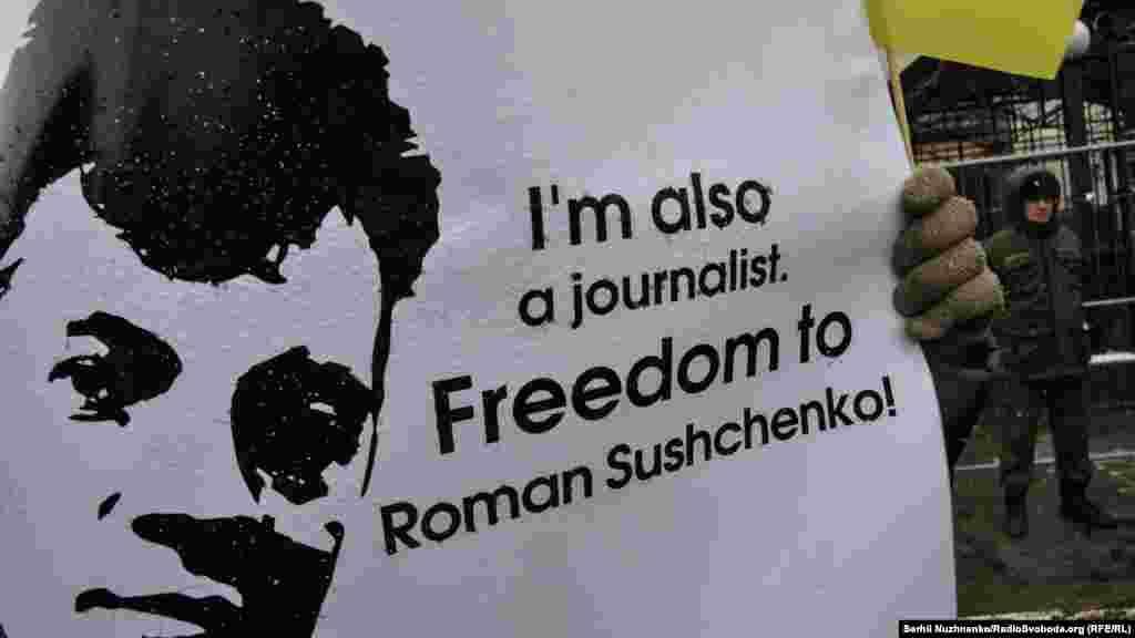 Украинский журналист Роман Сущенко, обвиненный в шпионаже, уже месяц удерживается в России