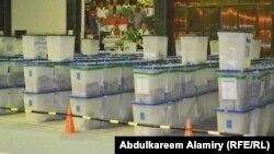 صناديق إقتراع بإنتظار العد والفرز في مركز بالبصرة