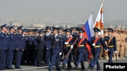 Офицеры ВВС России в Ереване (архив)