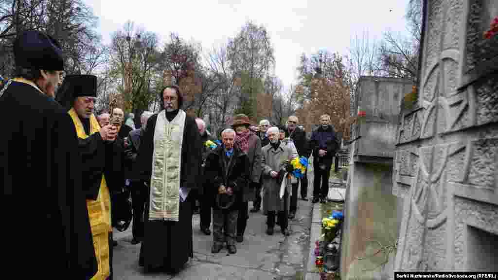 Панихида за покійними членами Української Гельсінської групи на Байковому кладовищі