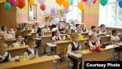 Ресей мектептерінің біріндегі оқушылар. (Көрнекі сурет)