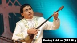 Күйші Нұркен Әшіров. Алматы, 17 желтоқсан 2012 жыл.