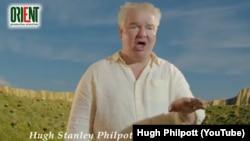 Посол Великобритании в Туркменистане Хью Филпотт исполняет песню на туркменском языке. Фрагмент видео.