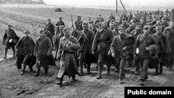 Sovet ordusunun əsir götürdüyü polyak hərbçilər.