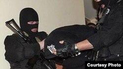 Омск шаҳар полицияси ҳибсга олган ўзбекистонлик ватанига қайтарилса, 15 йилгача қамоққа ҳукм қилиниши мумкин.