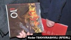Распространять возрожденный «Цискари» в Абхазии на постоянной основе редакция пока не планирует. Редактор постарается передать номер посредством личных связей: Амиран Гомартели считает важным познакомить грузинского читателя с абхазской литературой и по возможности наоборот
