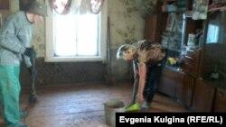 Наталья и Алексей Воронины пытаются привести свой дом в порядок