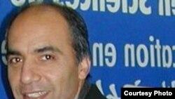 سعید پیوندی استاد جامعه شناسی در فرانسه، می گوید که اسلامی کردن نظام آموزشی در ایران پیامدی مانند «بحران هویت نسل جدید» را به همراه داشته است