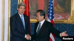 Госсекретарь США Джон Керри и министр иностранных дел Китая Ван И на встрече по иранской ядерной программе. Вена, 24.11.2014