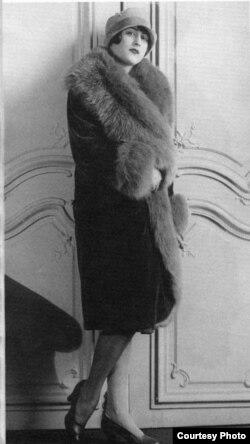 Banin Parisə gəldikdən sonra moda evində model kimi çalışır. 1920-ci illər. Mənbə: Azər Zeynallı