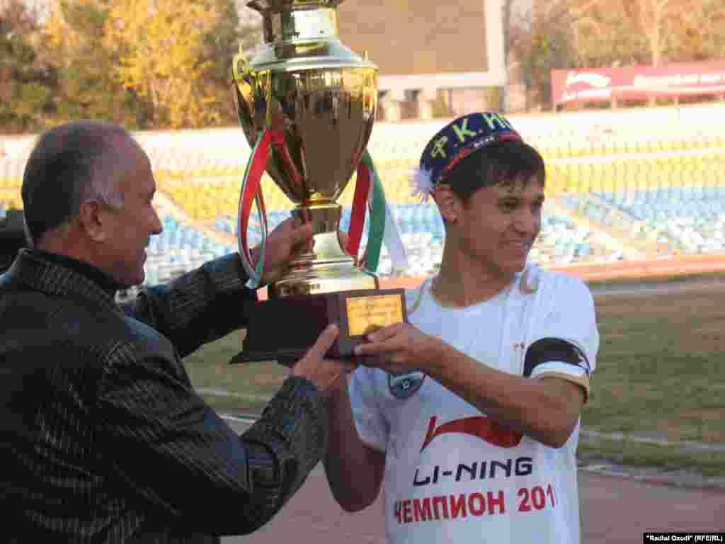 """Tajikistan -- Tajik football team of """"Istiqlol"""" celebrates it victory, 29Nov2010"""