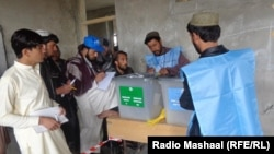 Голосование на избирательном участке в Афганистане. 5 апреля 2014 года.