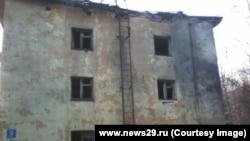 Дом, в который, предположительно, попала крылатая ракета во время испытаний под Архаенгельском