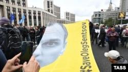 Ваша Свобода | Що може спонукати Путіна відпустити Сенцова?