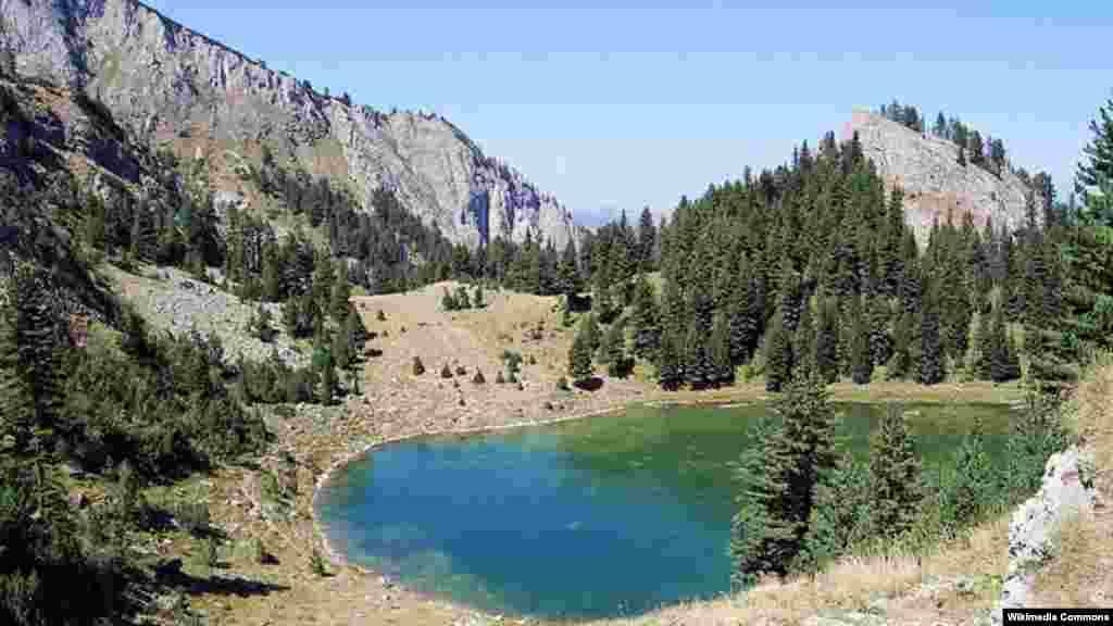 Planinsko jezero Lićenat ili jezero Kuqishtë