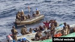 Этим сомалийским пиратам не повезло - их задержали прямо в море