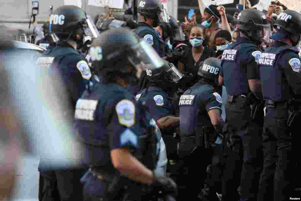 Полицейские в Вашингтоне, 31 мая 2020 года.