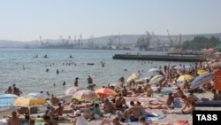 В разгар отпускного сезона гражданам предлагается оторваться от приятного и подумать о насущном