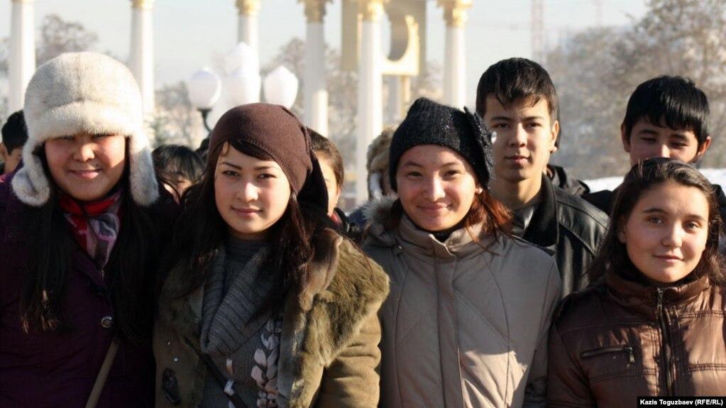 Молодежная политика правительства и ожидания молодых Студенческая молодежь Алматы Иллюстративное фото