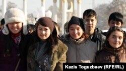 Алматылық студенттер. 2011 жылдың қарашасы. (Көрнекі сурет)