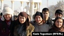 Бір топ қазақ студенттер. Алматы, 11 қараша 2011 жыл.