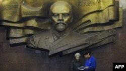 Kiyevdə Leninin abidəsi