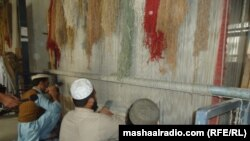 د جلال آباد زندان کې بندیان قالین اوبدي