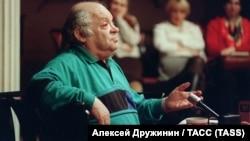 Наум Коржавин в музее Маяковского