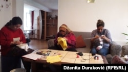 Žene izbjeglice uče razne stvari na radionicama