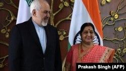 محمدجواد ظریف در کنار همتای هندی خود، سوشما سواراج